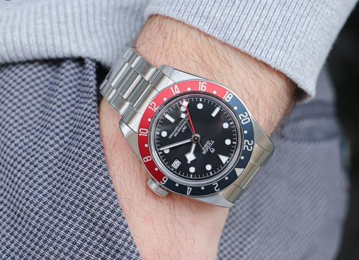 4 Omega Seamaster Watches You Must Buy Today