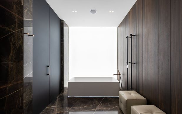 11 Decorating Tips to Modernize Your Bathroom