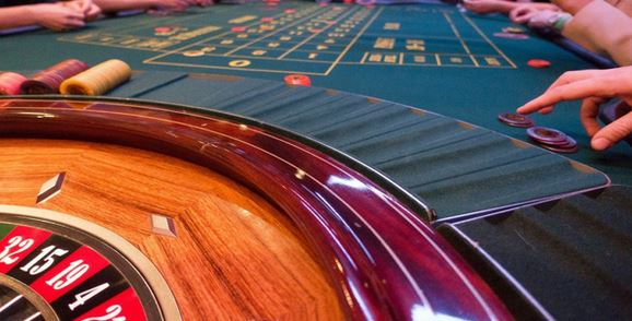 8 Bizarre Ways to Stay in Shape While Playing Online Casino Games