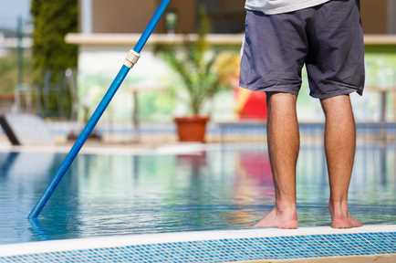 4 Swimming Pool Maintenance Tips for Homeowners