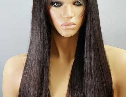 Straight lace front wigs are the best choice for glamorous looking
