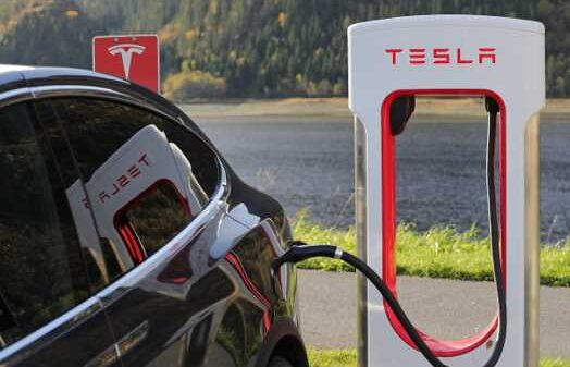 The Design Concept Behind Tesla and Their Battery-Powered Vehicles